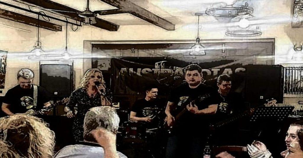 Az AUSTRANOTAS zenekar élő online koncertje